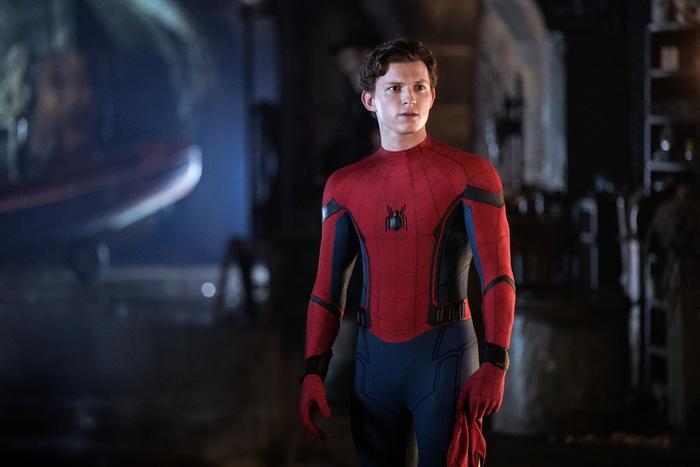 Spider-Man đã bị lộ thân phận là Peter Parker ở đoạn mid-credit của bộ phim.