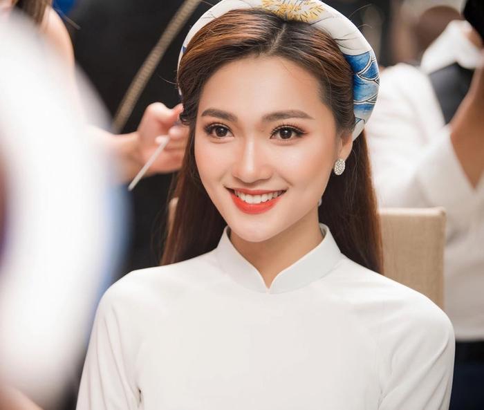Nguyễn Ngọc Nữ sinh năm 1994, đến từ Nghệ An. Cô cao 1m65, số đo 3 vòng 82-63-88. Ngọc Nữ từng lọt top 10 Hoa hậu Hoàn vũ Việt Nam 2017 và giành giải Hoa hậu ảnh. Đầu năm 2018, Ngọc Nữ tiếp tục tỏa sáng và được xem là thí sinh có gương mặt đẹp nhất và vô cùng tiềm năng cho chiếc vương miện của Hoa hậu Việt Nam,tuy nhiên, Ngọc Nữ bất ngờ rút lui khỏi chương trình khiến không ít khán giả tiếc nuối.