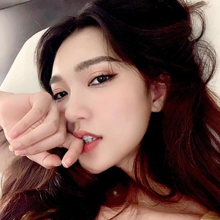 Bỏ qua những ồn ào đời tư thì Ngọc Nữ là gương mặt sáng cho danh hiệu Miss Universe Việt Nam 2019.