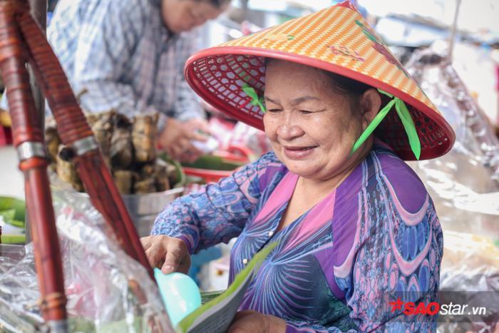 Người phụ nữ đơn thân rất vui trước sự giúp đỡ từ mọi người.