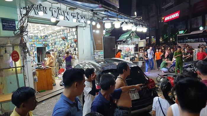 Vụ tai nạn khiến ít nhất 6 người bị thương, các nạn nhân đã được đưa đi cấp cứu ở Bệnh viện Nhân dân 115 và Bệnh viện Chợ Rẫy. Ảnh: VietNamNet