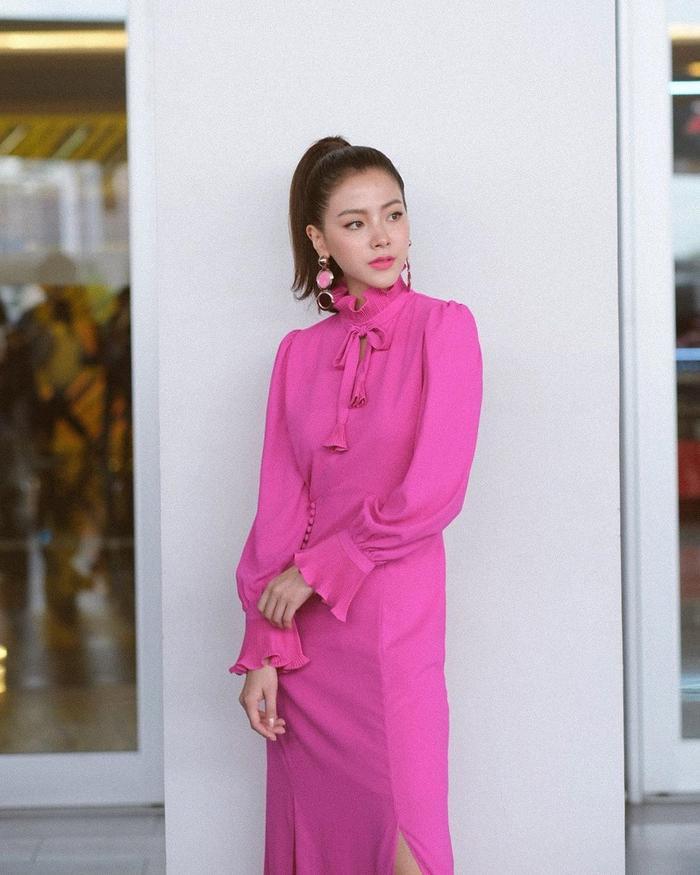 """Một màu sắc khó """"chiều chuộng"""" như hồng cánh sen cũng được cô nàng diện thật phong cách.(Nguồn ảnh: Instagram @baifernbah)"""