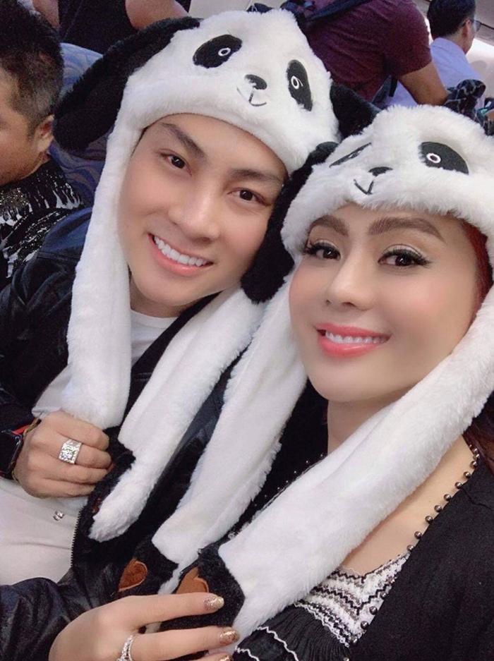 Lâm Khánh Chi xinh đẹp và rạng rỡ bên chồng trẻ tuổi của mình