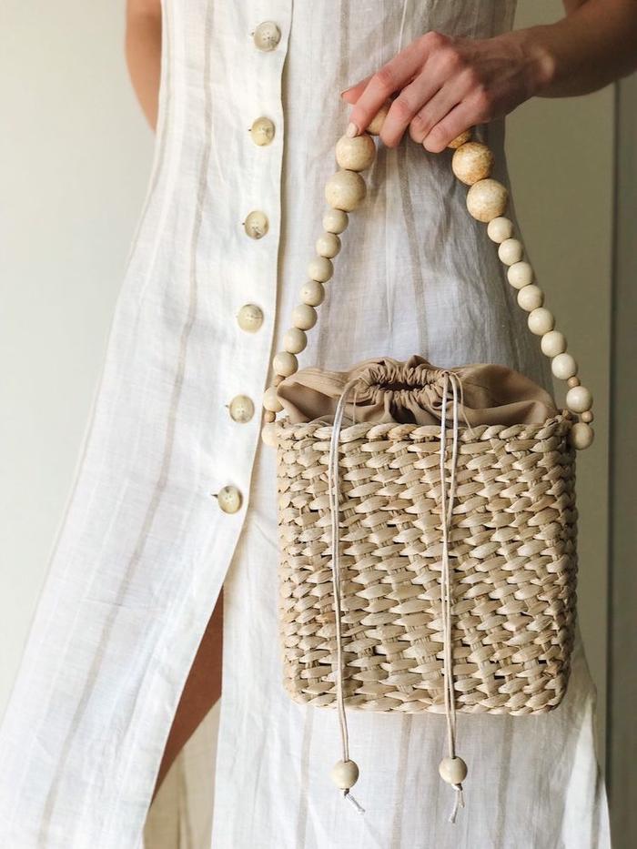 Túi cói không ngừng dừng lại ở các mẫu đơn giản, họ còn làm mới nó theo những chi tiết đặc sắc