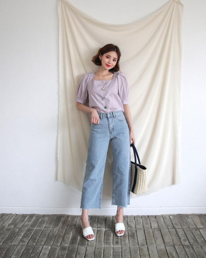 Ngoài ra mix cùng chiếc quần jeans trông cũng sẽ rất xinh xắn. Với một màu tím chiếc áo Blouse trở nên nhẹ nhàng, đằm thằm hơn bao giờ hết với điểm nhấn là những chiếc nút trải dài trước áo giúp các nàng trở nên rất dịu dàng và nữ tính.