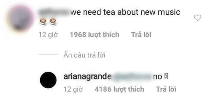"""Cuộc đối thoại """"thú vị"""" giữa Ariana Grande và người hâm mộ."""