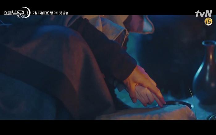 Phim Hotel Del Luna tung highlight ma mị, IU lột xác thành nữ cường chuyên bắt ma và bảo vệ Yeo Jin Goo ảnh 28