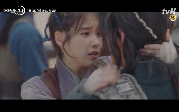 Phim Hotel Del Luna tung highlight ma mị, IU lột xác thành nữ cường chuyên bắt ma và bảo vệ Yeo Jin Goo ảnh 31