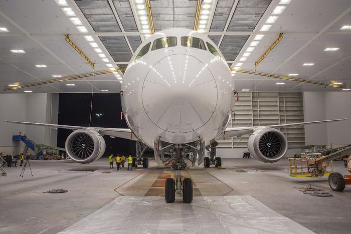Boeing 787-10 có tải trọng thương mại 56-60 tấn, tầmbay tối đa là11.910 km.