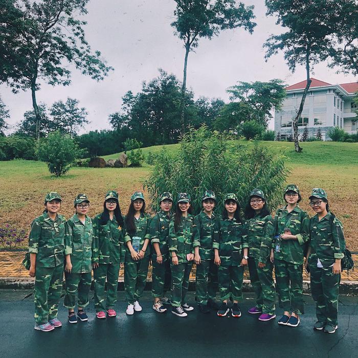 """Các nữ """"chiến sĩ"""" xinh đẹp tại Đại học Tôn Đức Thắng - cơ sở Bảo Lộc cùng nhau lưu lại những khoảnh khắc ý nghĩa sau mỗi giờ học."""