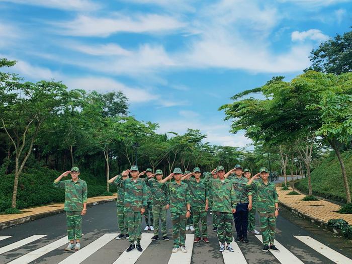 """Và đây là hình ảnh của các nam """"chiến sĩ"""" nghiêm túc trong lúc luyện tập,"""