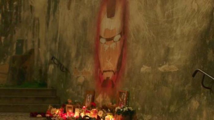 Iron Man thậm chí còn được lập cho bàn thờ.