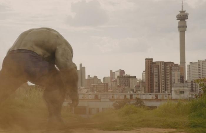 Hulk từng tấn công Johannesburg khi bị Scarlet Witch điều khiển tâm trí.