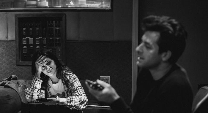 """Find U Again là ca khúc được chắp bút bởi cô nàng Camila Cabello và """"phù thủy tạo hit"""" Mark Ronson."""