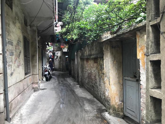 Khu ngõ cạnh tập thể Quỳnh Mai.