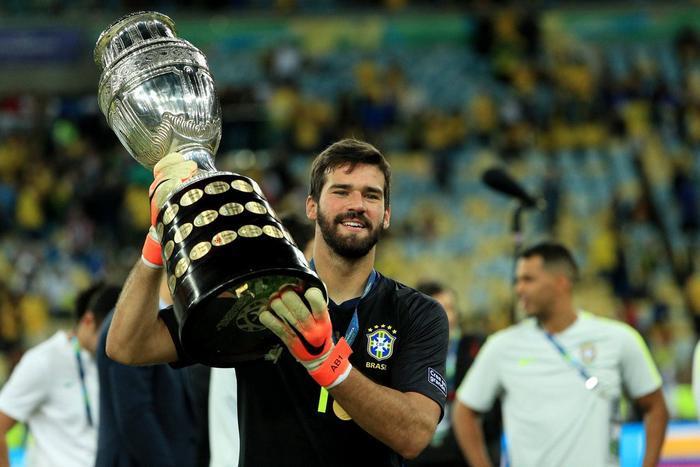 Alisson vừa giúp ĐT Brazil giành Copa America 2019.