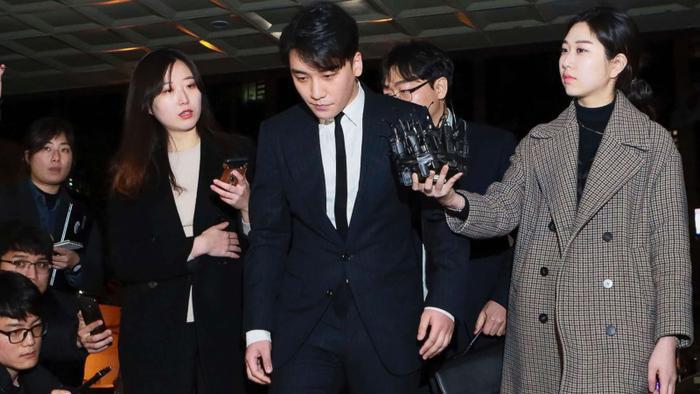 Seungri của Big Bang là tên tuổi lớn nhất trong số những idol bị cáo buộc.