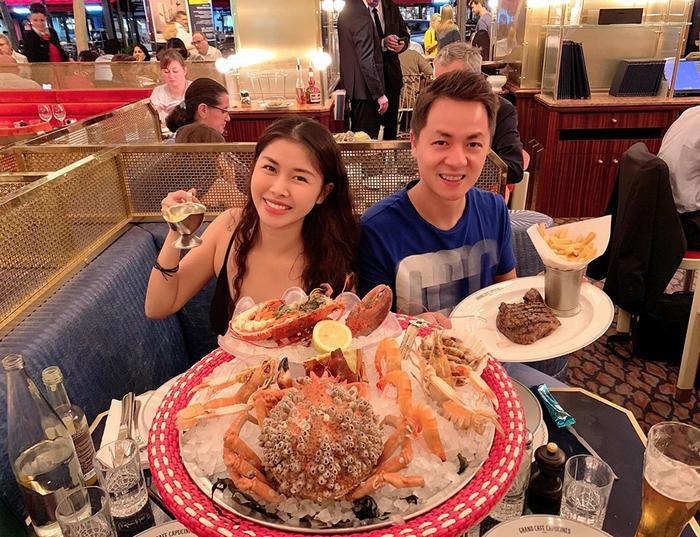 Sinh nhật 'siêu to khổng lồ' của Thủy Anh tiếp tục bằng một bữa ăn hoành tráng trên đất Pháp