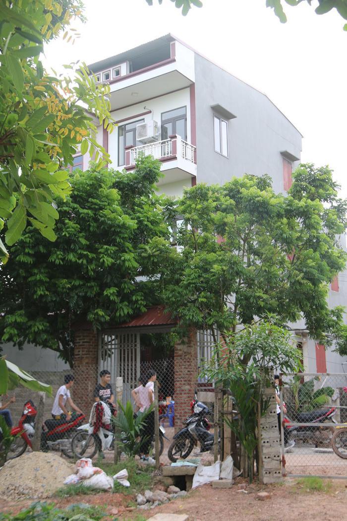 Căn nhà của bà Tân Vlog nằm trong một ngõ nhỏ yên tĩnh, rợp bóng cây xanh.