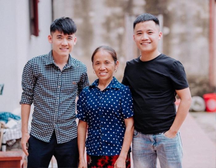 Ngoài kênh Bà Tân Vlog, 2 con trai của người phụ nữ này cũng có kênh Vlog riêng với khá nhiều người theo dõi.