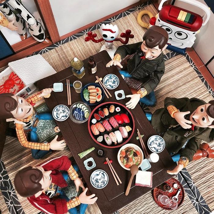 Khi các phiên bản khác nhau của Woody hẹn hò Sushi.