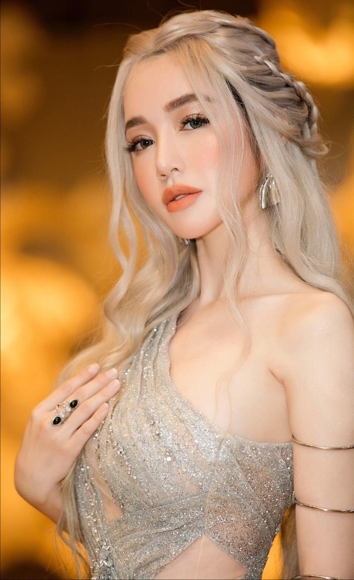 Elly Trần chơi sốc khi bỏ ra 3 tiếng hóa Mẹ Rồng trong Game of Thrones ảnh 3