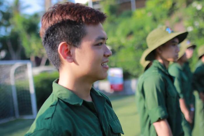 Những gương mặt điển trai trong kỳ học quân sự hè ĐH Tôn Đức Thắng.