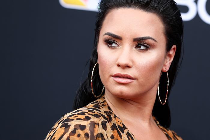 Và tất nhiên không thể thiếu gương mặt vàng Demi Lovato.