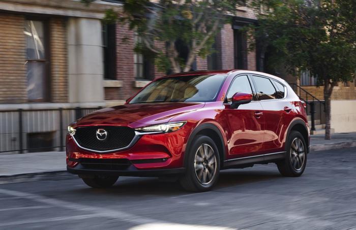 7. Mazda CX-5 - 6.160 xe:Sau 6 tháng đầu năm 2019, doanh số bán Mazda CX-5 đạt 6.160 xe, tăng 103 xe so với cùng kỳ năm ngoái.
