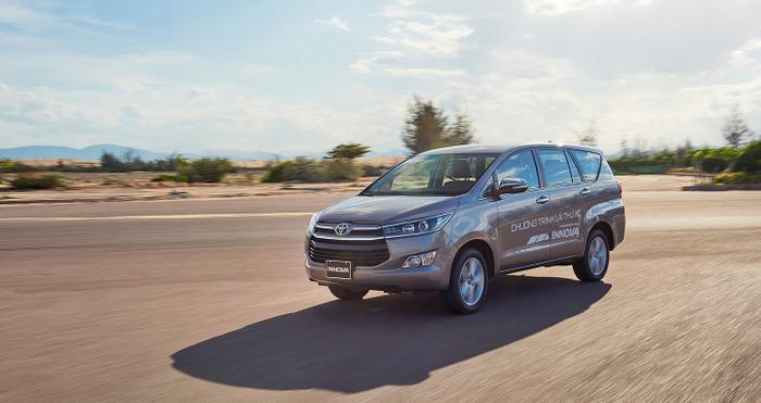 8. Toyota Innova - 6.049 xe:Trong 6 tháng đầu năm 2019, Toyota bán được 6.049 xe Innova tại Việt Nam, giảm 1.546 xe so với cùng kỳ năm ngoái.