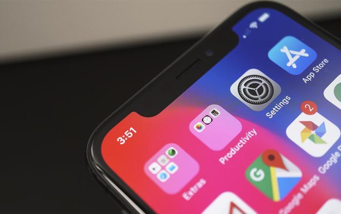 """Kể từ khi ra mắt, """"tai thỏ"""" trên iPhone X đã tạo ra không ít những cuộc tranh cãi của người dùng về tính thẩm mỹ."""