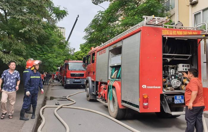 Nhiều lượt xe cứu hỏa được điều động.