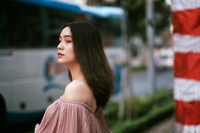 """Bảo Nhi sở hữu chiều cao 1m72 cùng cân nặng 50kg, vóc dáng siêu chuẩn cùng gương mặt xinh đẹp đậm chất """"lai"""" của mình, cô bạn hiện đang là mẫu ảnh độc quyền cho một số thương hiệu thời trang khá nổi tiếng tại Sài Gòn. Ngoài ra, Bảo Nhi còn đóng quảng cáo và tham gia một số vai diễn nhỏ trong các bộ phim ngắn."""