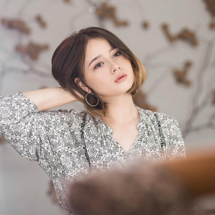Sandra Danuta sinh năm 2001, tại thành phố Vinh, Nghệ An. Cô có bố là người Việt và mẹ là người Ba Lan. Không sống cùng mẹ, bố mất năm 2016, dù còn nhỏ tuổi nhưng Danuta ý thức được trách nhiệm của bản thân, hiện cô cùng anh trai (sinh năm 1999) sống cùng nhau.