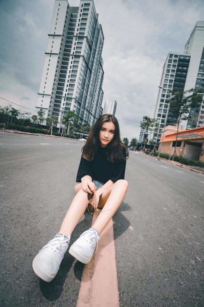 Trong nhóm hội bạn thân con lai, Mia Lali là cô em út sinh năm 2003, hiện đang là học sinh. Cô nàng này mang 3 dòng máu Anh - Nga và Việt.