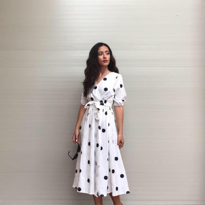 Nhờ ngoại hình xinh đẹp, với nét nữ tính mong manh cùng gu ăn mặc cực chất, Jade Thu Hà vẫn nhận được một lượng theo dõi nhất định trên mạng xã hội.