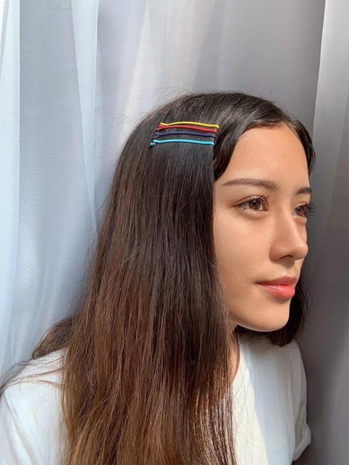 Jade Thu Hà sở hữu gương mặt đậm vẻ Á Đông và nghiêng về nét Việt nhiều hơn. Trên trang cá nhân của mình, 10X thường đăng tải các hình ảnh vui vẻ bên gia đình, bạn bè và đôi khi là khoe vóc dáng siêu chuẩn của mình.