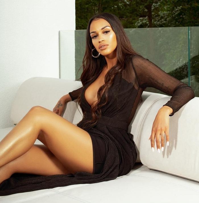 Bạn gái tiền vệ Lemina có tên Fanny Neguesha là một người mẫu kiêm diễn viên, ca sĩ nổi tiếng ở Italia.