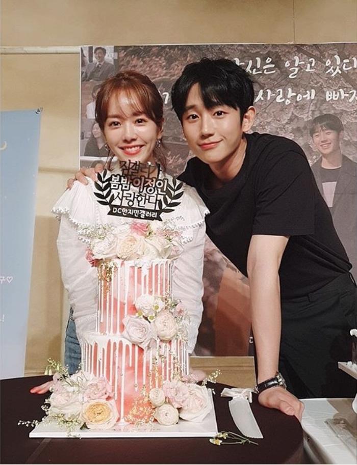 Tập cuối 'Đêm xuân': Jung Hae In nói lời tạm biệt và cảm ơn, Han Ji Min mong fan tìm kiếm được tình yêu