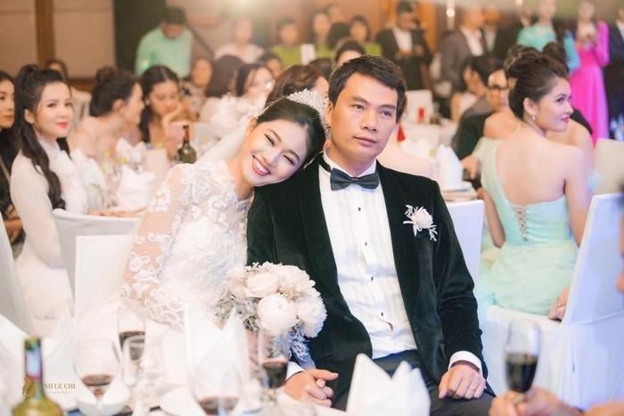 Á hậu Thanh Tú cùng chồng đại gia tổ chức tiệc đầy tháng linh đình cho quý tử, tên bé cũng lộ diện ảnh 0
