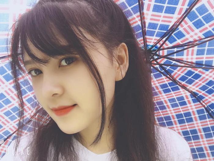 Là người dân tộc Trang sở hữu vẻ đẹp trong trẻo của người con gái vùng cao. Trang có khuôn mặt xinh đẹp, đường nét hài hòa, làn da trắng và nụ cười vô cùng đáng yêu.