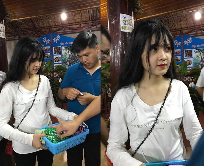 Bức ảnh cô gái bán kẹo hàng rong khiến các chàng trai thi nhau mua.