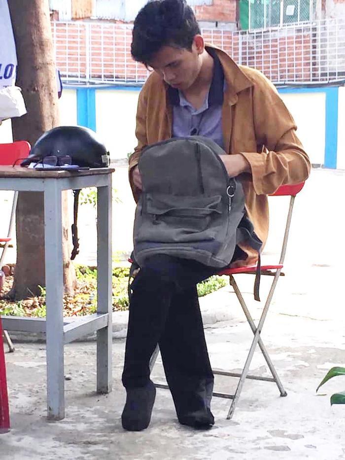 Chàng sinh viên bị mất đôi chân hiện đang theo học ngành Dược, ĐH Nguyễn Tất Thành.
