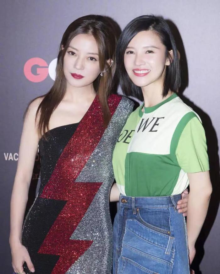 Triệu Vy và gà cưng Dưong Tử San.
