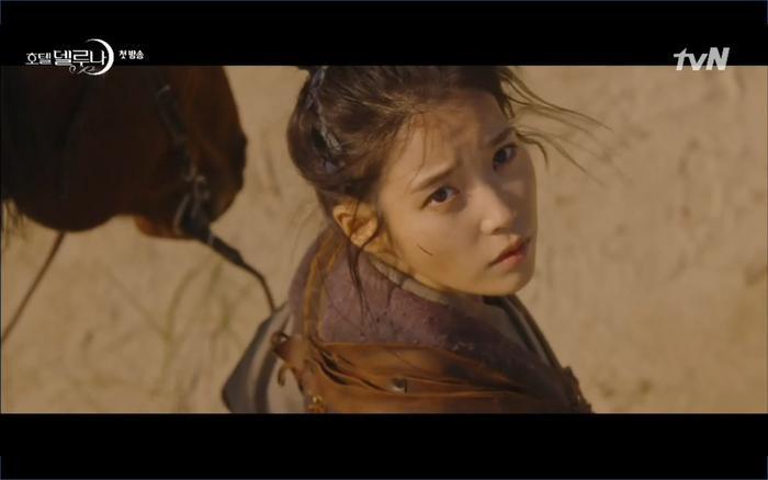 Phim Hotel Del Luna tập 1: Yeo Goo Jin bị cha ruột lập khế ước bán cho IU ngay từ nhỏ ảnh 2