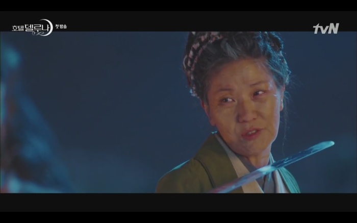 Phim Hotel Del Luna tập 1: Yeo Goo Jin bị cha ruột lập khế ước bán cho IU ngay từ nhỏ ảnh 6