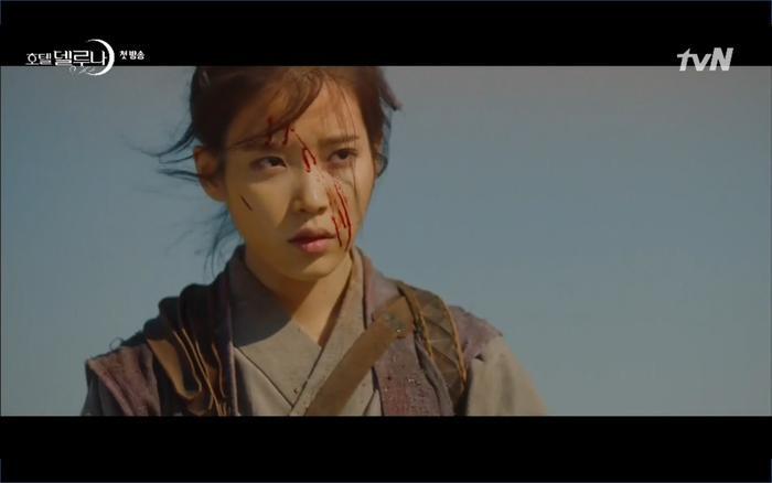 Phim Hotel Del Luna tập 1: Yeo Goo Jin bị cha ruột lập khế ước bán cho IU ngay từ nhỏ ảnh 13