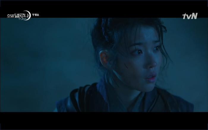 Phim Hotel Del Luna tập 1: Yeo Goo Jin bị cha ruột lập khế ước bán cho IU ngay từ nhỏ ảnh 24