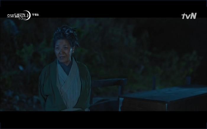 Phim Hotel Del Luna tập 1: Yeo Goo Jin bị cha ruột lập khế ước bán cho IU ngay từ nhỏ ảnh 25