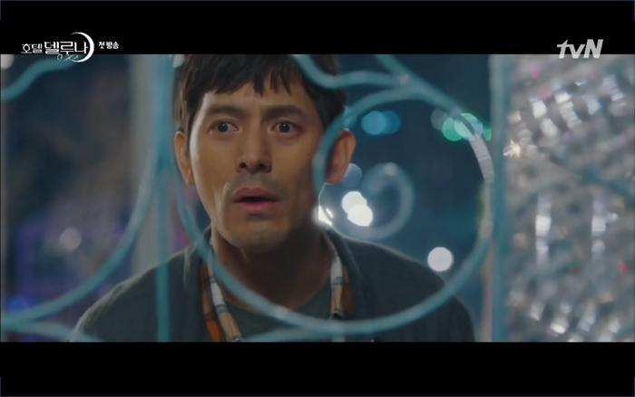 Phim Hotel Del Luna tập 1: Yeo Goo Jin bị cha ruột lập khế ước bán cho IU ngay từ nhỏ ảnh 30